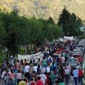Mil personas en la marcha de Lago Puelo señalan y denuncian inetreses mafiosos detràs de los siniestros forestales de La Comarca Andina